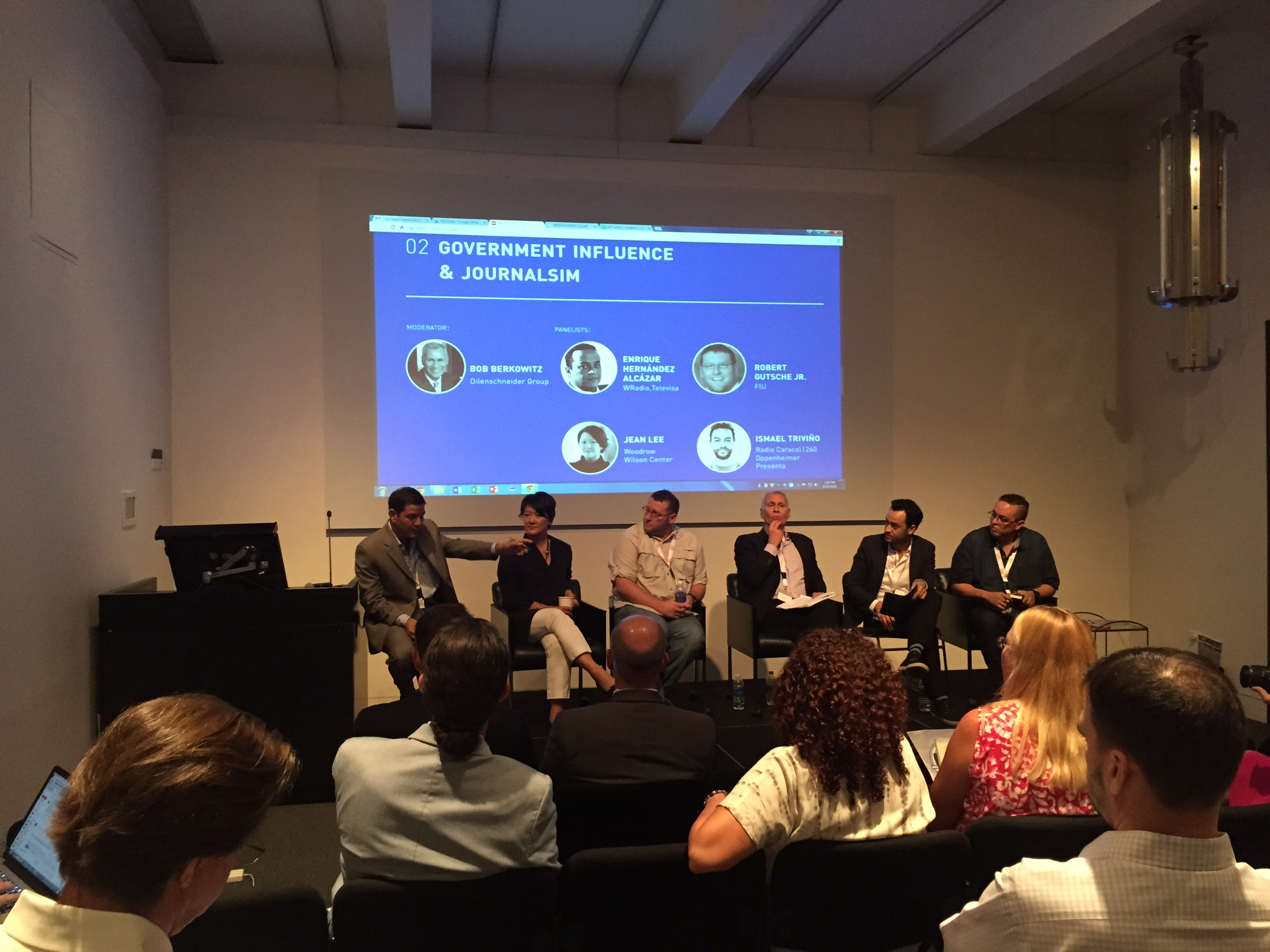 Journalists explore industry's future at Miami roundtable