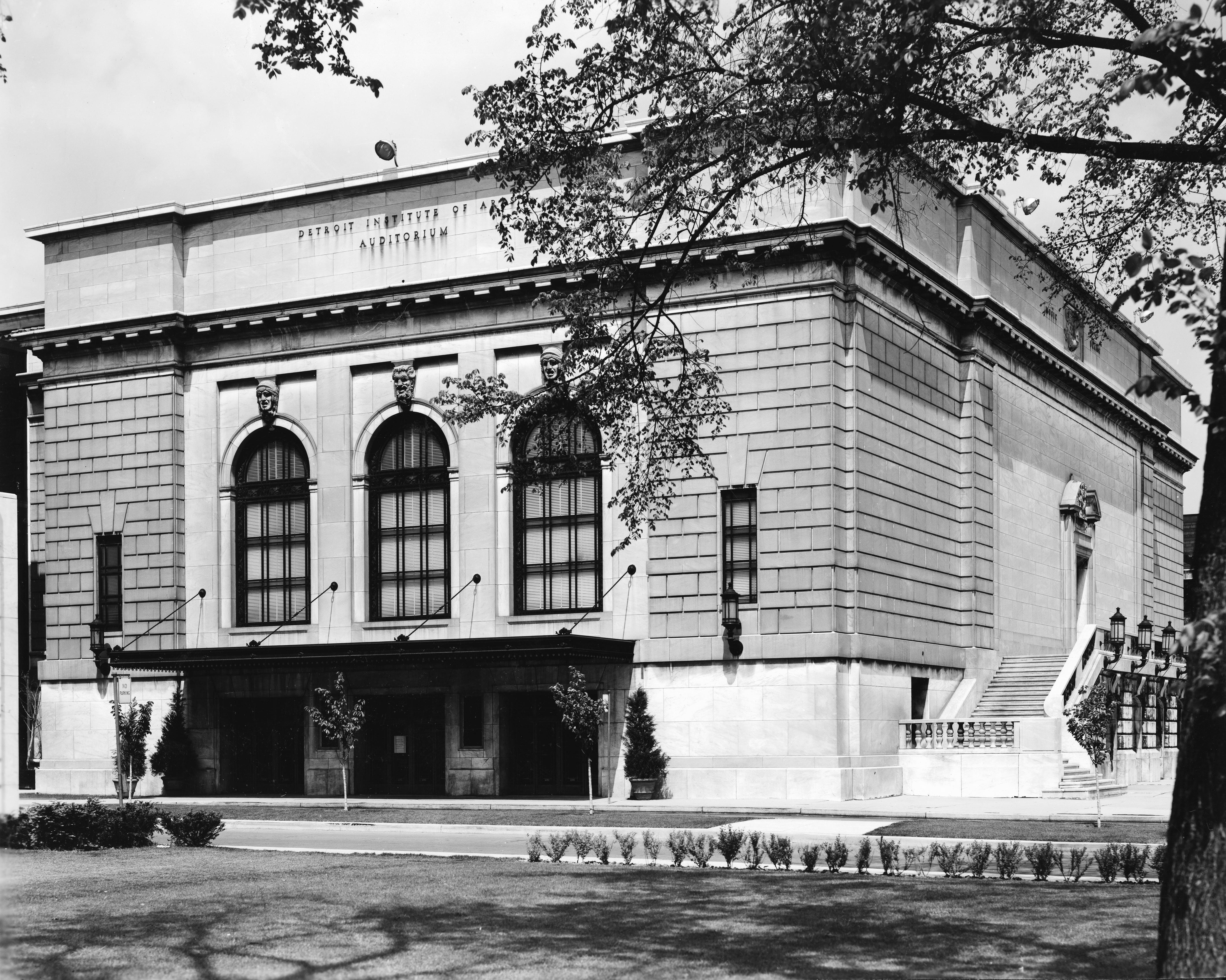 <p><em>The Detroit Institute of Arts Auditorium Circa 1967 (Present Home of The Detroit Film Theatre Series).</em></p>