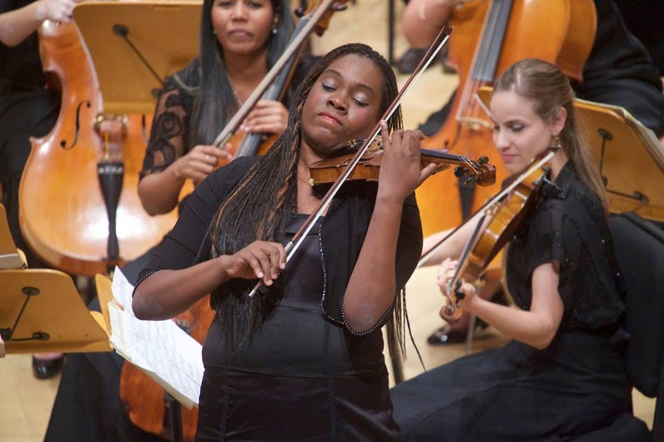 <p>Orchestra member violinist Jenny Pe&ntilde;a Campo arranged a crowd-pleasing version of Cuban standard &quot;El Manicero&quot; by Mois&eacute;s Sim&oacute;n. Photo: Gregory Reed</p>