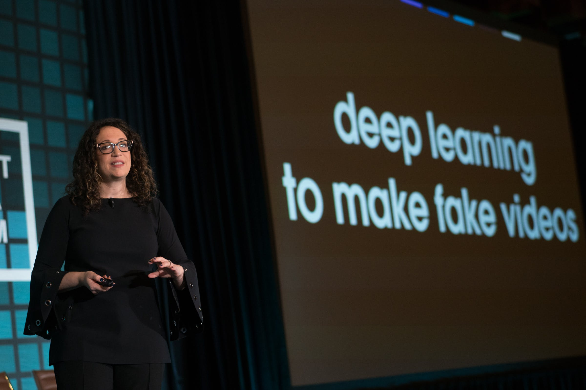 <p>Amy Webb, founder and CEO, Future Today Institute, delves deeply into the creation of fake news during her presentation; &quot;What&#39;s New, What&#39;s Next&quot; at the Knight Media Forum. Photo: Angel Valentin</p>