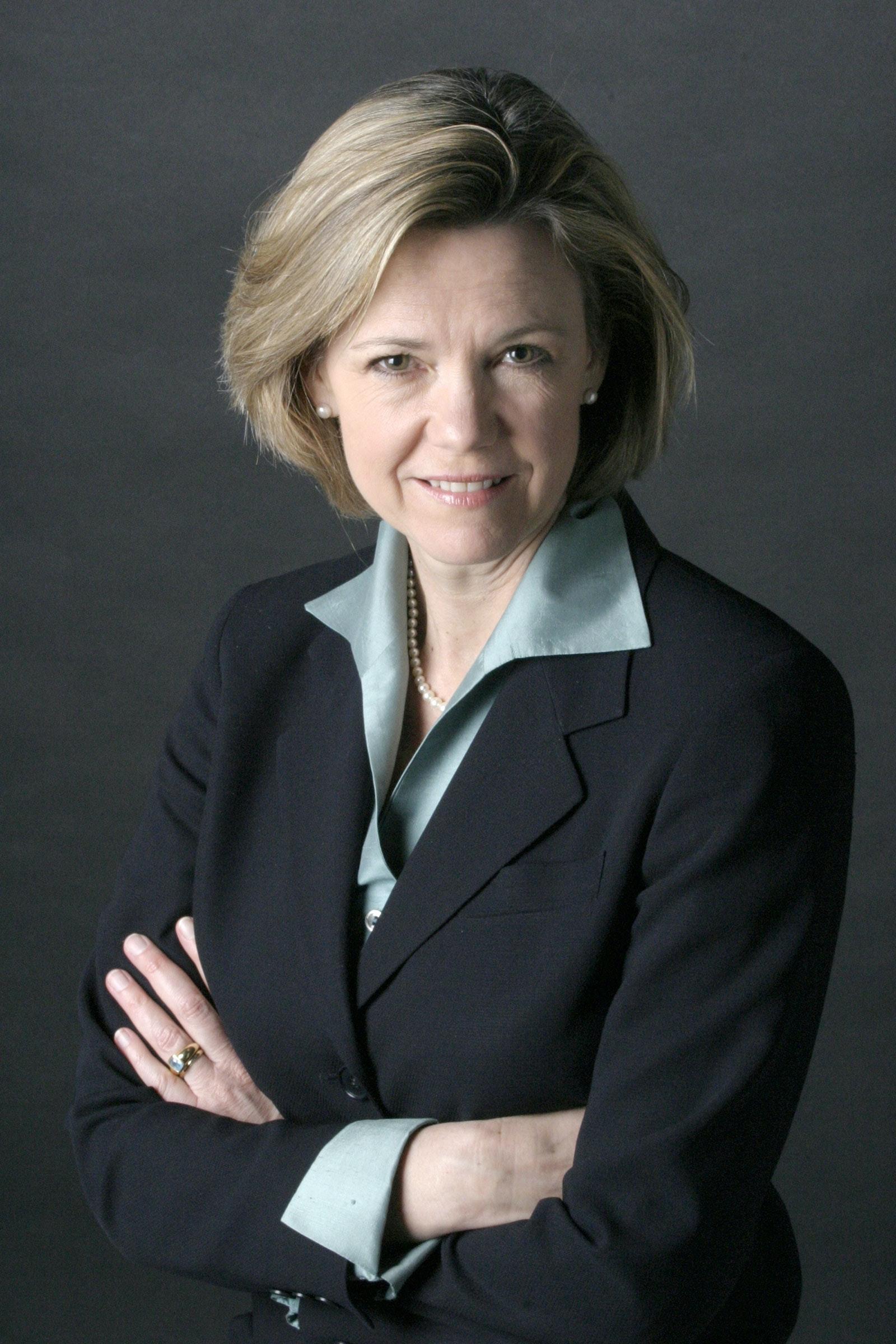 Photo of Dana Priest